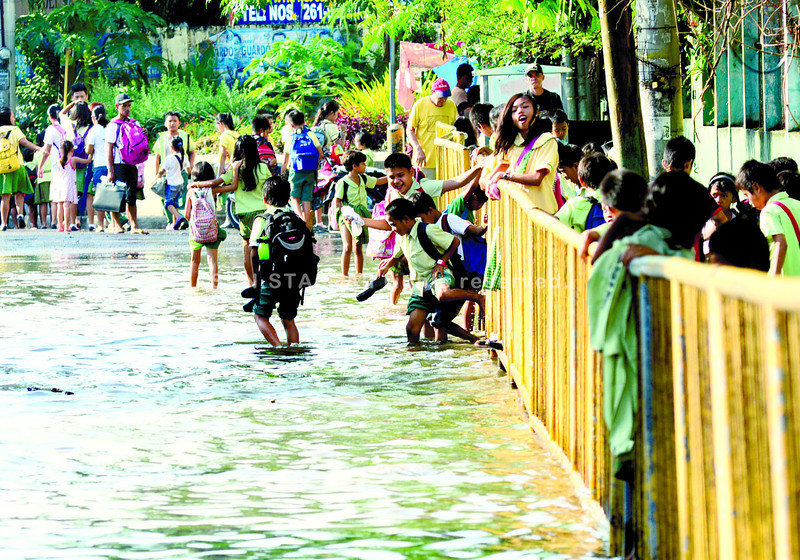 Heavy rain floods Cebu City