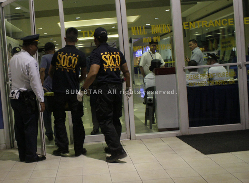 CAGAYAN DE ORO. Members of the Scene of Crime Operatives enter at the doors where the two men carrying firearms appear, tell the security guards to drop and fire shots to create chaos. (PHOTO BY JOEY P. NACALABAN)