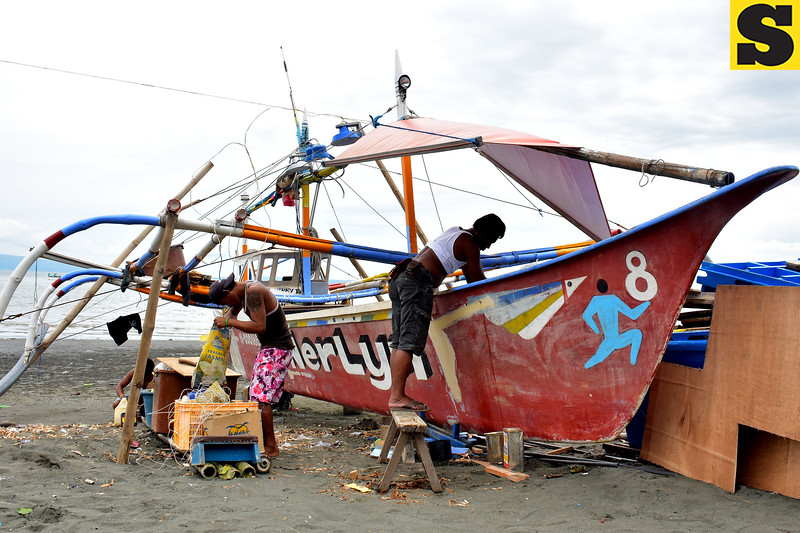 Fishermen repair boat