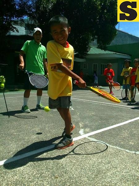 Boy plays tennis