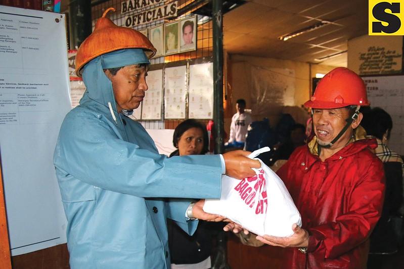 Baguio mayor Mauricio Domogan gives relief goods to typhoon victims
