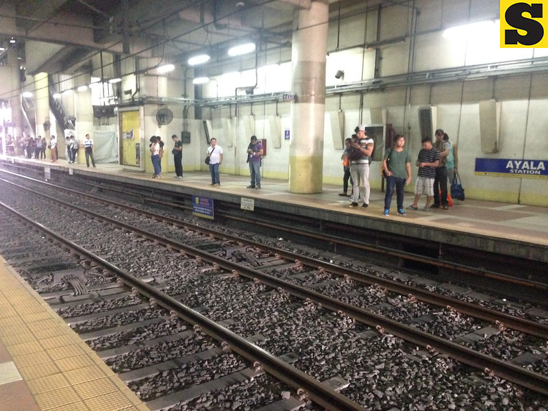 Passengers waiting for MRT in Manila