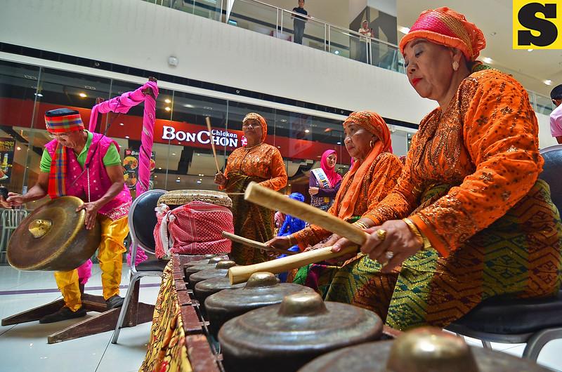 Kagan tribe members play kulintang and agong