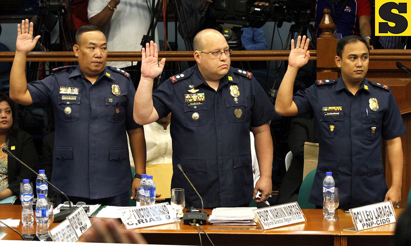 Policemen from the Police Regional Office-Eastern Visayas take their oath during the Senate inquiry into the killing of Albuera, Leyte Mayor Rolando Espinosa Sr