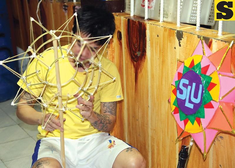 Baguio City jail inmates make lanterns