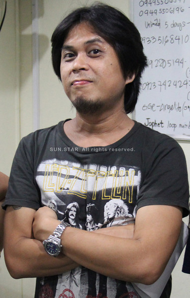 "Sun.Star Cebu columnist and Missing Filemon band frontman Lorenzo ""Insoy"" Niñal."