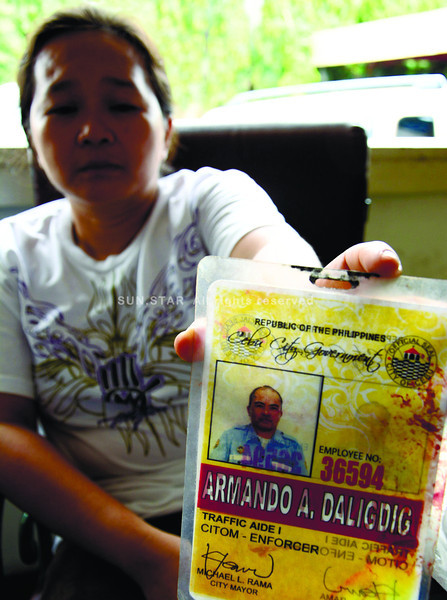 'CASE CLOSED'. The Police Coordinating and Advisory Council recommends giving Mary Rose, widow of slain traffic enforcer Armando Daligdig, livelihood training and additional cash aid on top of the assistance she will receive from the City Government. Police consider her husband's case closed after results of the ballistic test show that bullets that killed Daligdig came from the gun recovered from suspect Geoffrey Borinaga. (Allan Cuizon photo)