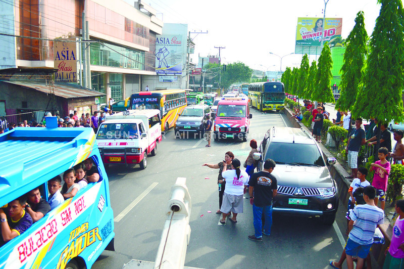 6-vehicle smash-up in Bacalso, Cebu
