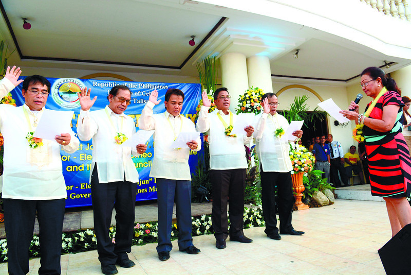 Talisay City officials take oath of office