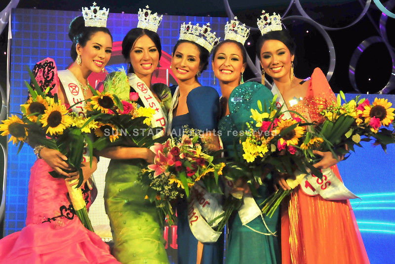 MANILA. (L-R) 3rd Princess Love Jordan, 1st Princess Mary Anne Misa, Ms. World Philippines 2012 Queeneerich Rehman, 2nd Princess Vanessa Ammann and 4th Princess Brenna Gamboa.(Glaiza Jarloc)