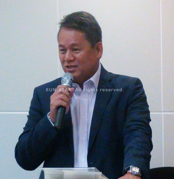 CEBU. PLDT executive vice president and head of enterprise and international and carrier business Eric Alberto talks about VITRO data center during the facility's opening Wednesday. (Joan Capuyan)