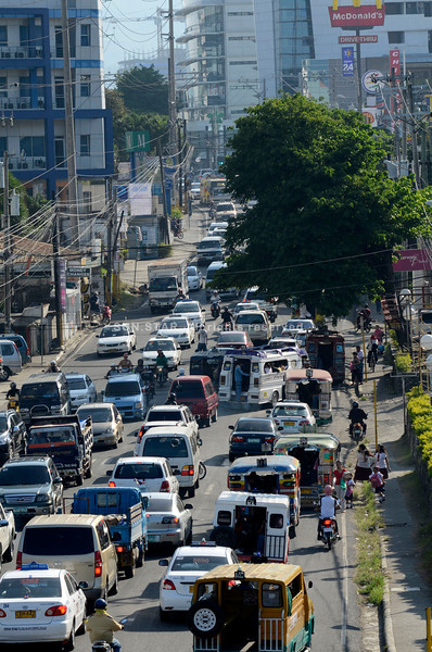 CEBU. Rush hour traffic on Escario St. in Cebu City, whose landmarks include a popular church, can sometimes require saintly reserves of patience. (Sun.Star Photo/Amper Campaña)