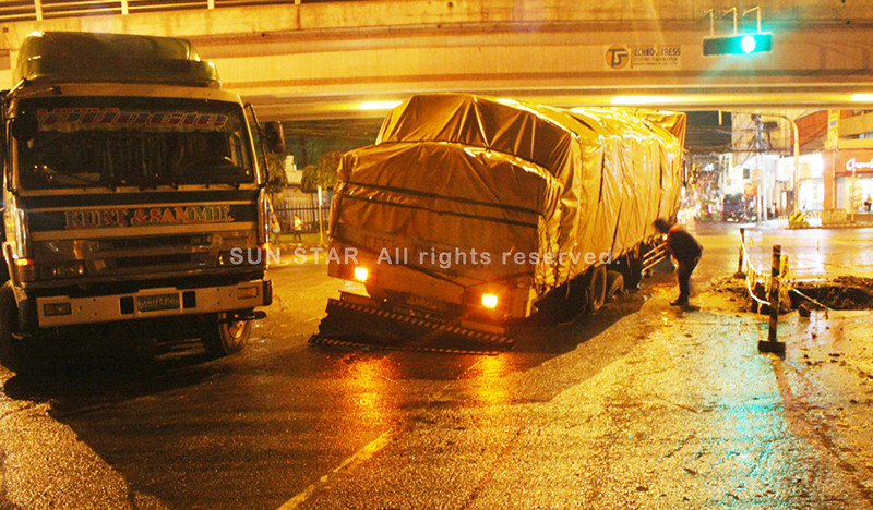 CAGAYAN DE ORO. Two heavy trucks got stuck Monday evening when their wheels fell on the soft portion of the unfinished drainage in a junction between C.M. Recto and Licoan, causing the road impassable to motorists. (Joey P. Nacalaban)
