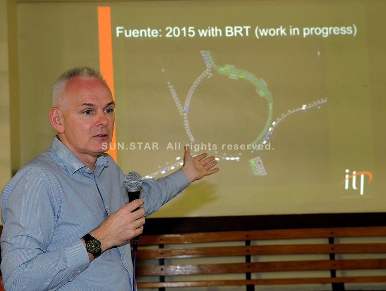 BUS STUDY UPDATE.  Integrated Transport Planning Managing Director Colin Brader shows the flow of traffic around Fuente Osmeña once the Bus Rapid Transport system is in place.  (Sun.Star Photo/Arni Aclao)