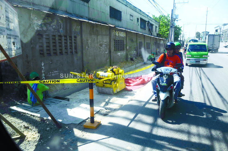 DRAINAGE WORK. Once a drainage project on H. Cortes St. is completed, there will be one less flood-prone road in Mandaue City. (Sun.Star Photo/Allan Cuizon)
