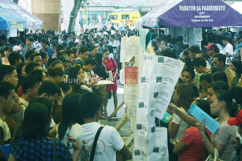 CAGAYAN DE ORO. Thousands want to try their luck as they join the job fair organized by the City Government on Thursday, held as part of the 62nd Charter Day of Cagayan de Oro. (Joey P. Nacalaban)