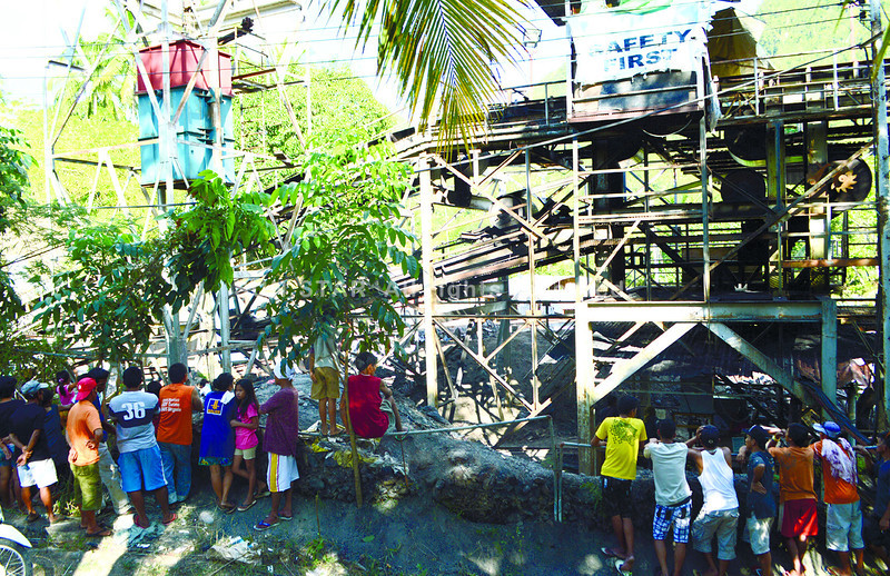 CEBU. Melvin Landero, 20, was still missing last night, more than 12 hours after being trapped in a coal mine of SKI Energy Resources Inc. (Seri) Mining in Danao City. His co-workers Eduardo and Edgardo Maying, twin brothers, told the police that Landero saved their lives by alerting them right before the cave-in. (Allan Tangcawan)