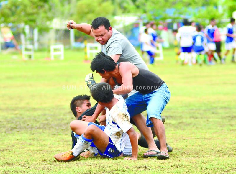 Ateneo vs Alcoy brawl in Aboitiz Football Cup