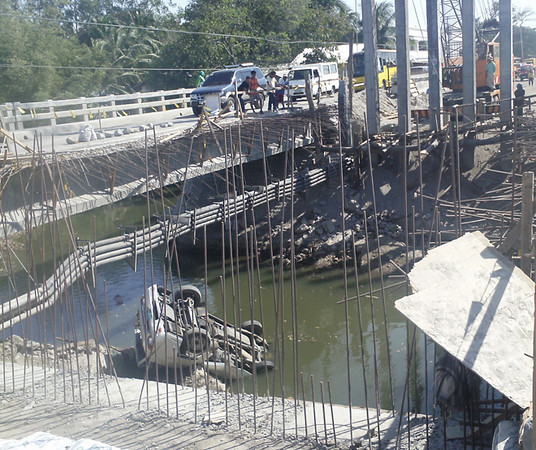 BACOLOD. A van plunged into Pahanocoy River in this city while traversing Pahanocoy Bridge on Tuesday afternoon. Three persons were injured and were immediately brought to a nearby hospital. (Contributed photo)