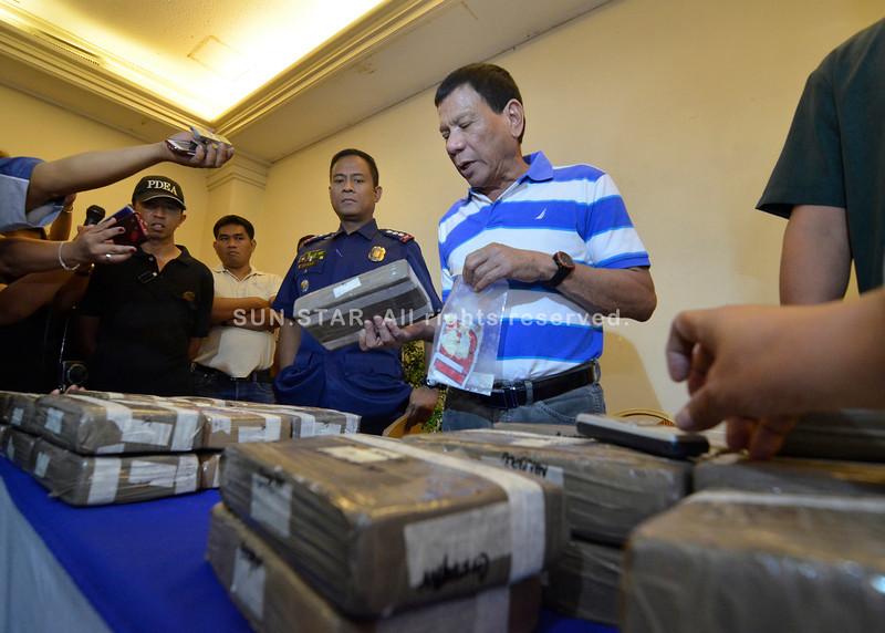 Mayor Rodrigo Duterte nagsusi sa cocaine
