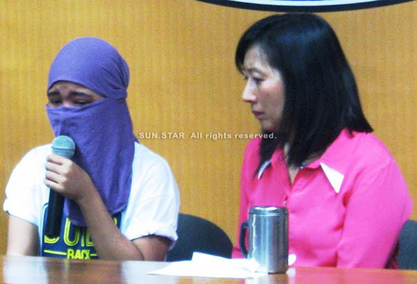 ZAMBOANGA. Teacher Cathy Mae Casipong expresses gratitude to all the people who help work for her release while Mayor Ma. Isabelle Climaco-Salazar intensely listens when she was presented Wednesday to the media. (Bong Garcia)