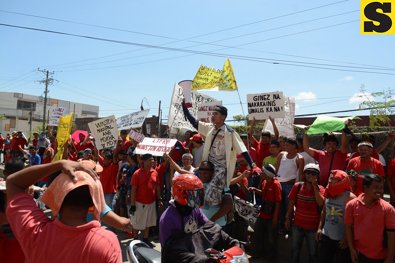 Taxi drivers protest at LTFRB Cebu