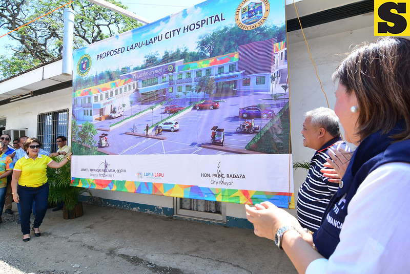 Paz Razada during Lapu-Lapu City Hospital groundbreaking