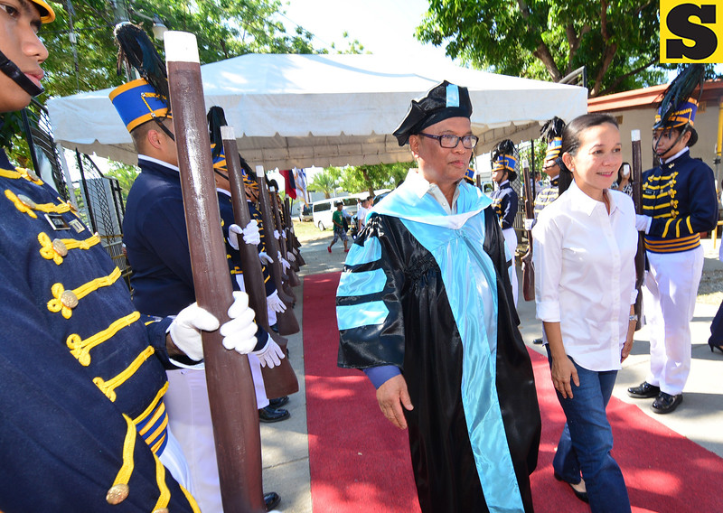 Grace Poe and Indiana Aerospace University President and Founder Dr. Jovenal