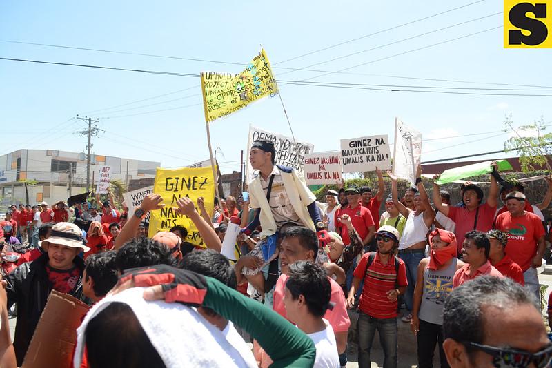 Taxi drivers protest at LTFRB Cebu