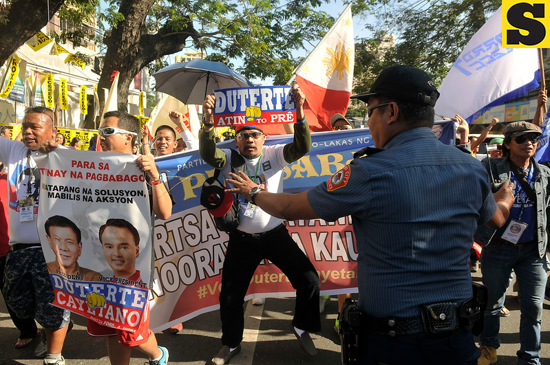 Rodrigo Duterte supporters at Cebu presidential debate