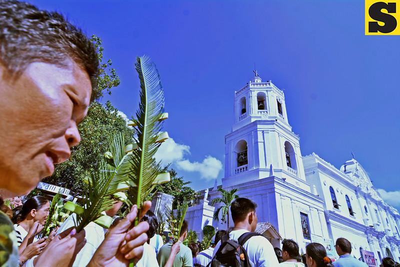 Palm Sunday massgoers