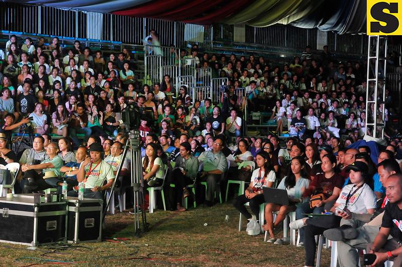People watching Cebu presidential debate
