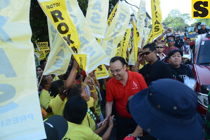 Alan Peter Cayetano with LP supporters