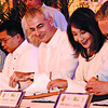 WATER DEAL.Cebu Gov. Gwendolyn Garcia (second from right) together with Manila Water Company chairman Fernando Zobel de Ayala (third from right), Manila Water Consortium chairman and president Gerardo Ablaza Jr. (right), PB Member Peter John Calderon (second from left) and Carmen Municipal Mayor Gerard Villamor (left) sign the Cebu bulk water joint project at the Capitol Social Hall.(Amper CampaÑa)