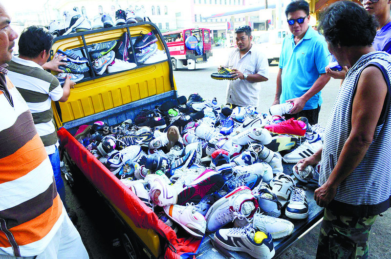 SHOES ON WHEELS. These pairs of shoes can go anywhere. The vendor, who came up with the idea of converting the back of a multicab into a mobile shoe store, would have to watch out for traffic enforcers in case he decides to stop in a no-parking zone. (Arni Aclao)