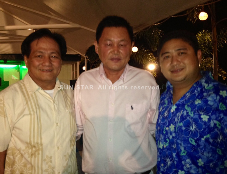 PAMPANGA. Royal Hotel owner Park Jun Jea celebrates his birthday on Tuesday with Mayor Carling Dela Cruz and Vice Mayor Dexter David as guests. Close friends from the Korean community and hotel staff also attended the said occasion. (Chris Navarro)