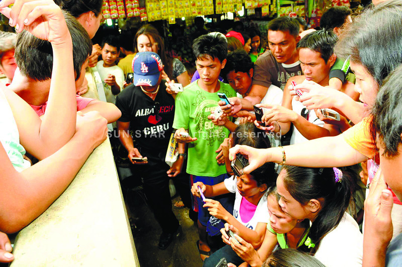 CEBU. As the Catholic calendar approaches the end of Lent, a supposed image on a wall of the public market in Danao City has started to attract curious onlookers. Some have even left cash donations and flowers at the site. (Sun.Star Photo/Allan Cuizon)