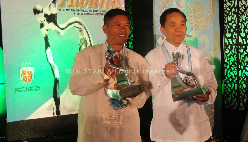CEBU.  Rene Vendiola (left) receives Thursday the 5th Rafi Triennial Awards for Exemplary Individual while Manuel Margate (right) represents the Negros Women for Tomorrow Foundation Inc., which receives the 5th Rafi Triennial Awards for Outstanding Institution. (Maria Armie Sheila Garde/Sunnex)