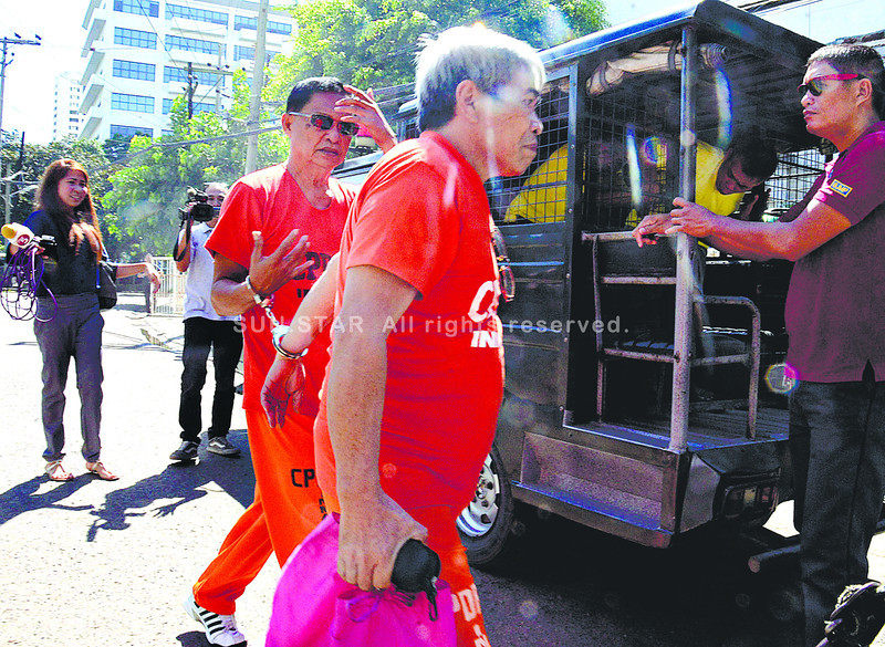 CEBU. Former Lezo, Aklan mayor Alfredo Arsenio (center, with sunglasses) leaves the Palace of Justice after the scheduled hearing of his case was postponed Friday. He stands accused of killing broadcaster Herson Genolan. (Amper Campaña)