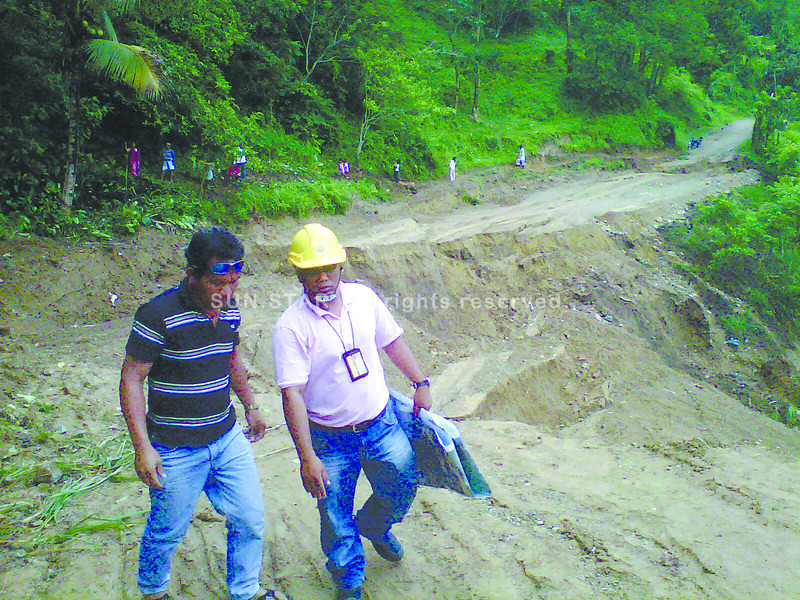 IMPASSE.  Residents don't know when this portion of the road in Barangay Sinsin, Cebu City collapsed. In the meantime, those bound for Toledo City were advised to use the road in Barangay Manipis, Talisay instead.  (Jinky R. Bargio)