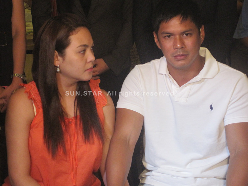 MANILA. Showbiz couple Claudine Barretto and Raymart Santiago, together with their lawyers during a press conference held Monday evening at Red Garlic Bistro in Quezon City, aired their side on the brawl that happened at NAIA Terminal 3 between them and journalist Mon Tulfo. (Glaiza Jarloc/Sunnex)