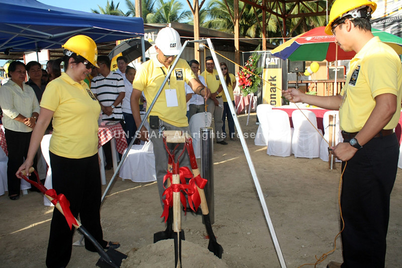 CAGAYAN DE ORO. Anna Benson-Pastillero (extreme left), Monark Equipment owner, leads the ground breaking and capsule-laying ceremony Tuesday to start the construction of the proposed company building at El Salvador City, west of Misamis Oriental province. (Joey P. Nacalaban)