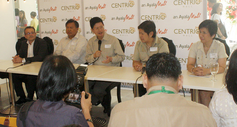 AYALA'S TOWER IN CDO. AyalaLand Inc President and CEO Antonino T. Aquino (center) stresses a point in a called press conference on November 9, 2012, in time for the opening of Centrio Mall in Cagayan de Oro. Aquino even announced the opening of Ayala's Centrio Tower by 2013 inside the 3.7 hectare lot on Corrales and Capt. (Joey P. Nacalaban)
