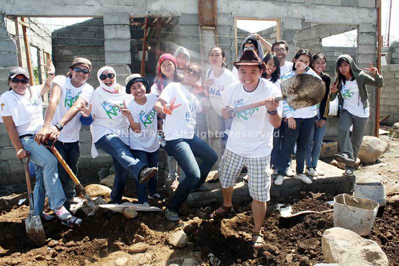 CAGAYAN DE ORO. Sun.Star Cagayan de Oro employees during the home-build activity for Tropical Storm Sendong survivors on Saturday, which was organized by Habitat for Humanity Philippines. (Joey P. Nacalaban)
