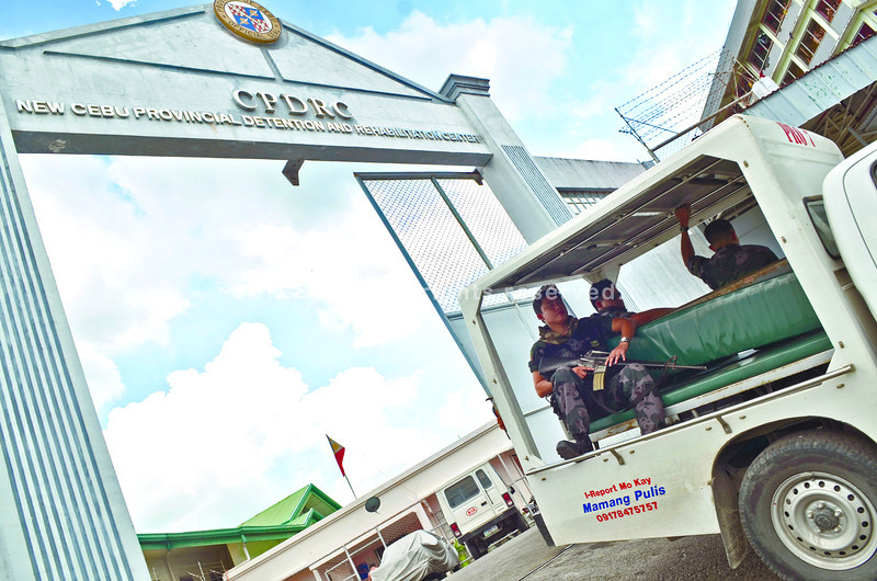 RMG personnel escorting Joavan Fernandez leaving at the CPDRC......( Sunstar-Amper Campaña   5 22 2013 )