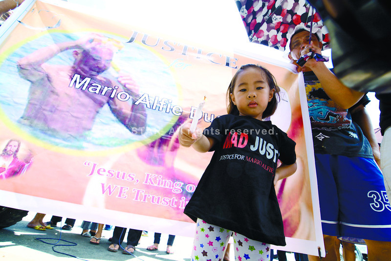 daugther oif Mario Alfie Ducayag light the candle to seek justice after his father died in Metro Gaisano colon.<br /> <br /> sunstarfile