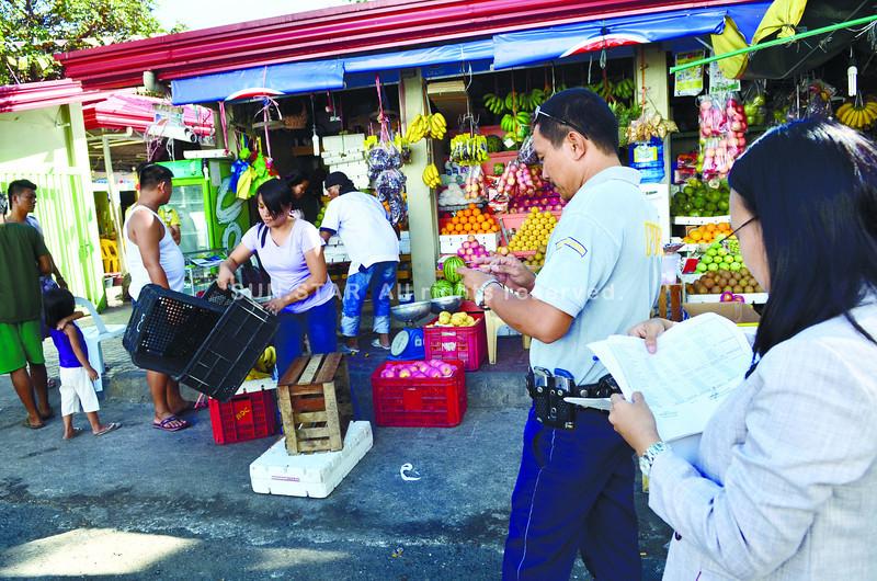 Larsian, Cebu stalls padlocked
