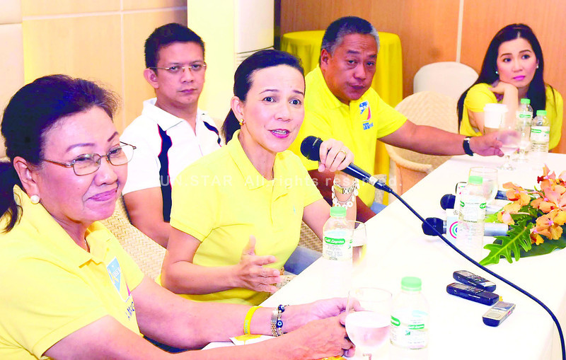 BIG GUNS. Presidential sister Kris Aquino (rightmost) campaigns for local and national Liberal Party candidates (from left) Acting Gov. Agnes Magpale, who is running for vice governor; Senate aspirant Grace Poe; Sen. Francis Escudero; and gubernatorial bet Hilario Davide III. (Photo by Arni Aclao)