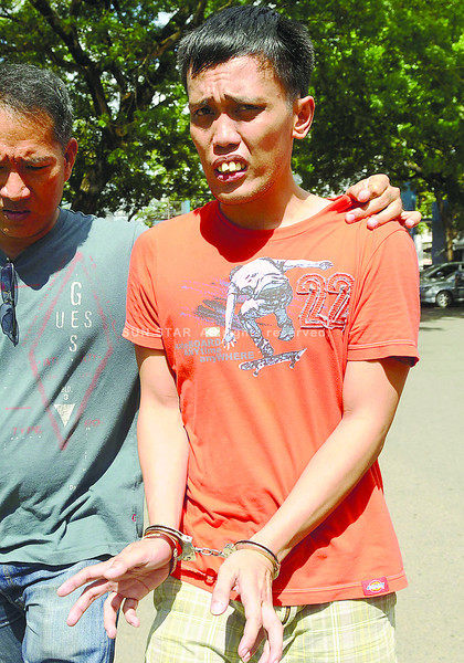Jeffrey Aquino, former security camera operator of Metro Gaisano Colon, claims it was chief security officer Mauricio Doblados Jr. who mauled Mario Alfie Ducayag until the latter fainted, while it was house detective Melvin Boyles who accosted the victim. Aquino was taken into custody last April 29 after the two tagged him as the one who killed the shopper. Police released him the day after. (Sun.Star File)