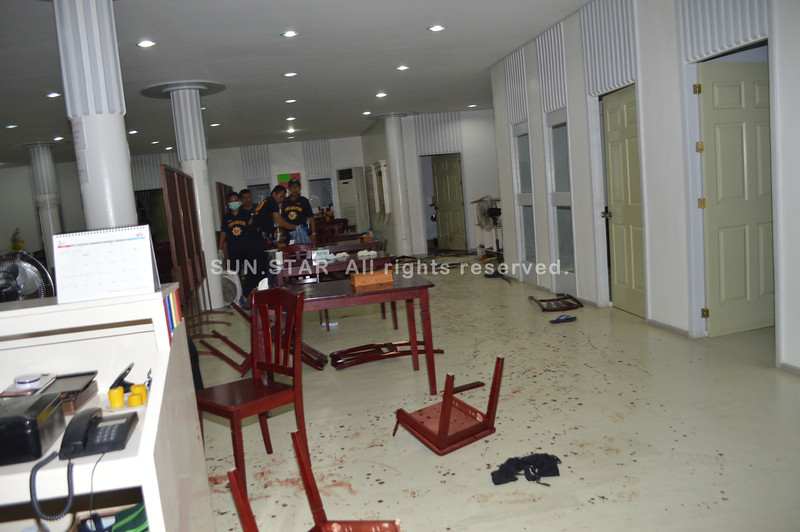 BLOODIED RESTAURANT. Mactan Police find inside the Han Ga Wi Restaurant in Sitio Bagong Bayan Dos, Barangay Maribago, Lapu-Lapu City the bloodied bodies of its owners and their daughter. (SUN.STAR FOTOS/ALAN TANGCAWAN)